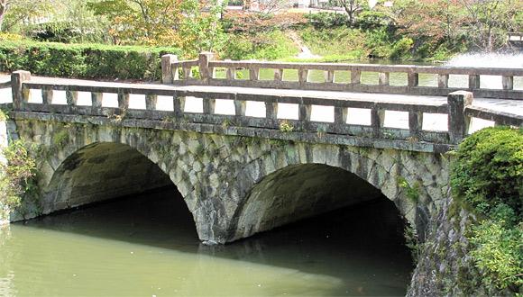 天童眼鏡橋 天童眼鏡橋は現在の天童市内、旧国道が倉津川を渡るところに架けられて「多... 天童眼